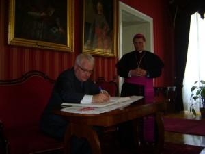 knjiga utisaka u Nadbiskupskom domu