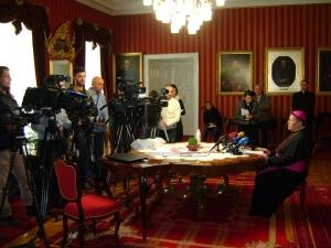 nadbiskup Hranic pred novinarima
