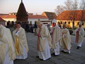 biskup Ivica na celu
