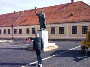 ispred-spomenika